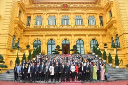 Chủ tịch nước Trương Tấn Sang chúc mừng đoàn doanh nghiệp dệt may tiêu biểu